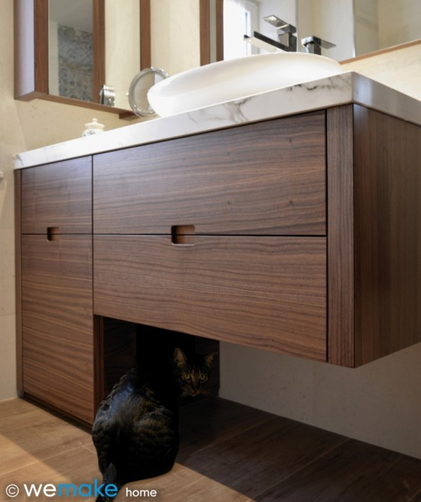 Mueble de baño con aseo para gato